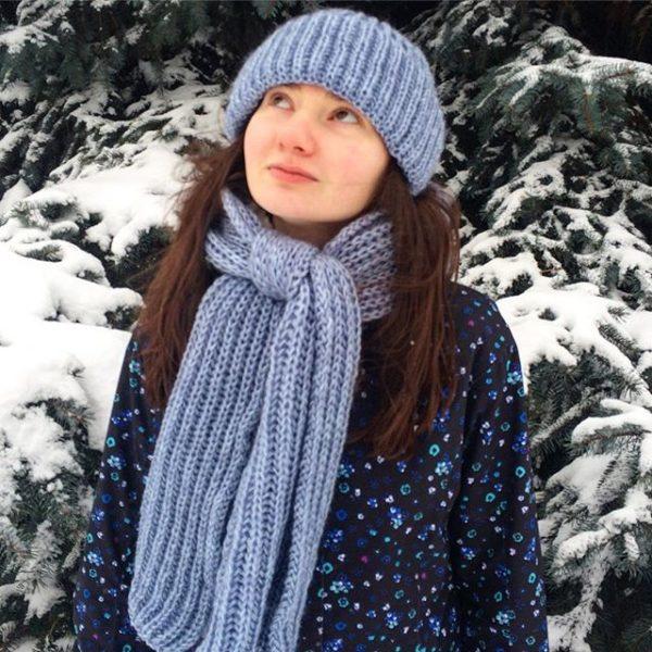 Комплект шапка и шарф джинсового цвета