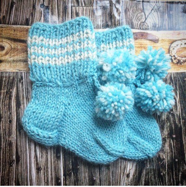 Голубые детские носочки